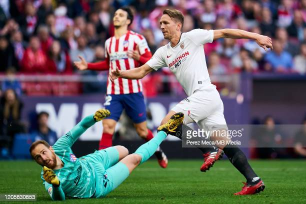 Jan Oblak of Atletico de Madrid and Luuk de Jong of Sevilla during the Liga match between Club Atletico de Madrid and Sevilla FC at Wanda...