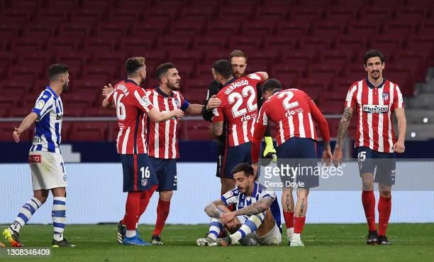 Jan Oblak of Atletico de Madrid celebrates with Mario Hermoso after saving a penalty during the La Liga Santander match between Atletico de Madrid...