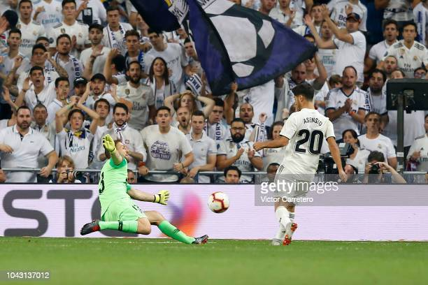 Jan Oblak of Atletico de Madrid stops a shot from Marco Asensio of Real Madrid during the La Liga match between Real Madrid and Atletico de Madrid at...