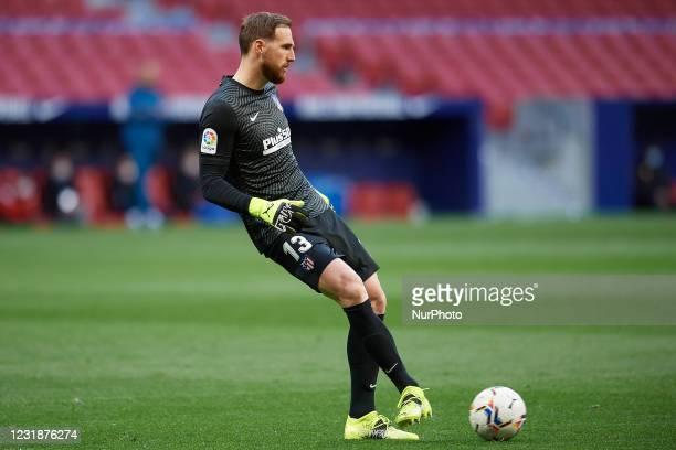 Jan Oblak of Atletico Madrid does passed during the La Liga Santander match between Atletico de Madrid and Deportivo Alaves at Estadio Wanda...