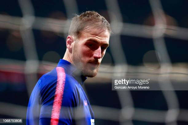 Jan Oblak of Atletico Madrid looks on as he warms up prior to the Copa del Rey fourth round second leg match between Atletico Madrid and Sant Andreu...