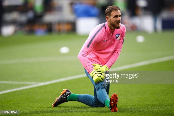 Jan Oblak of Atletico Madrid warms up prior to the UEFA Europa League Final between Olympique de Marseille and Club Atletico de Madrid at Stade de...