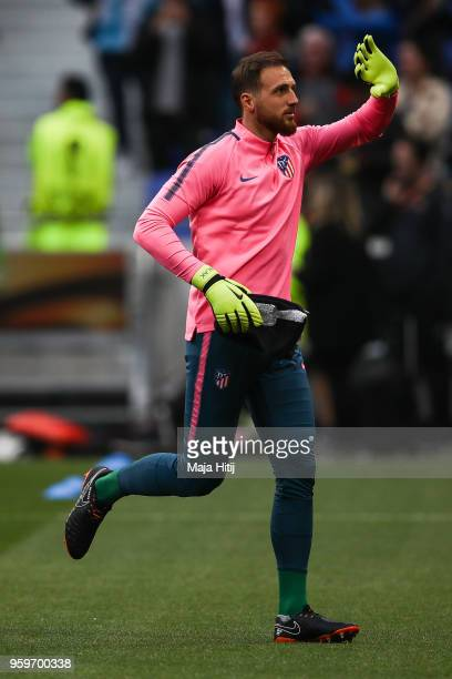 Jan Oblak of Atletico Madrid waves to the fans prior the UEFA Europa League Final between Olympique de Marseille and Club Atletico de Madrid at Stade...