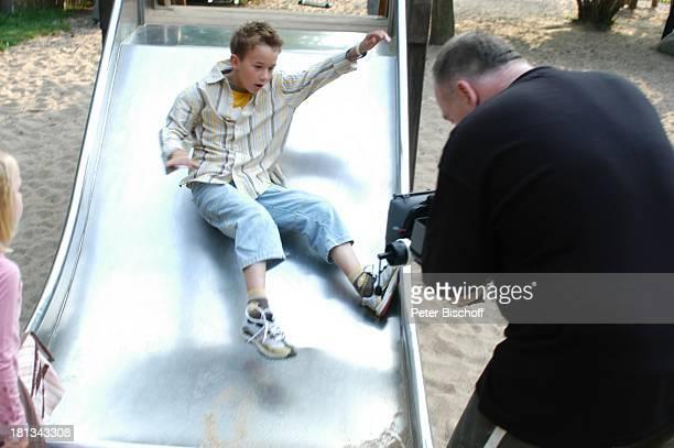 Jan rechts Kameramann Feuerstarke Aufnahmen zur ersten KinderCD 'Kinderzeit' Kinderbauernhof Neuss Deutschland