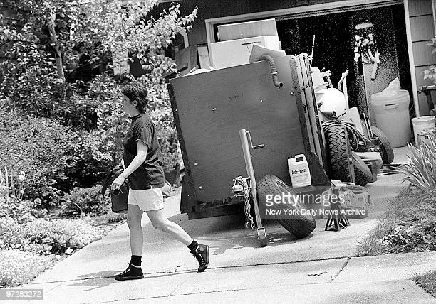 Jan Rifkin sister of confessed serial killer Joel Rifkin leaves East Meadow LI home