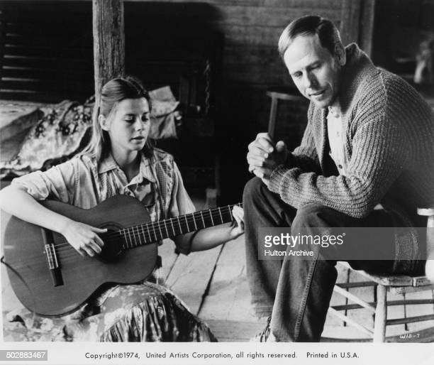Jan Smithers signs with her father Rance Howard in a scene for the United Artist movie Where the Lilies Bloom circa 1974