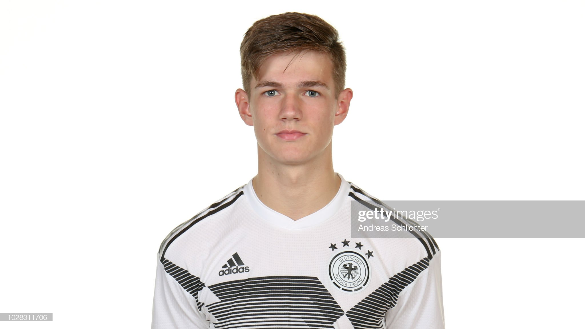https://media.gettyimages.com/photos/jan-thielmann-poses-during-the-u17-germany-team-presentation-on-6-picture-id1028311706?s=2048x2048