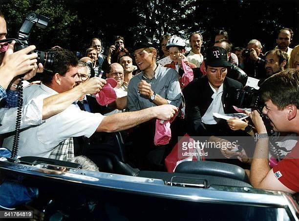 Jan Ullrich*-Sportler, Radrennen DEmpfang für das Team Deutsche Telekom imBonner Rathaus nach der erfolgreichenTour de France 1997, Tour-Sieger...