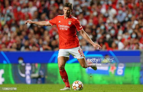Jan Vertonghen of SL Benfica in action during the Group E - UEFA Champions League match between SL Benfica and Bayern Munchen at Estadio da Luz on...
