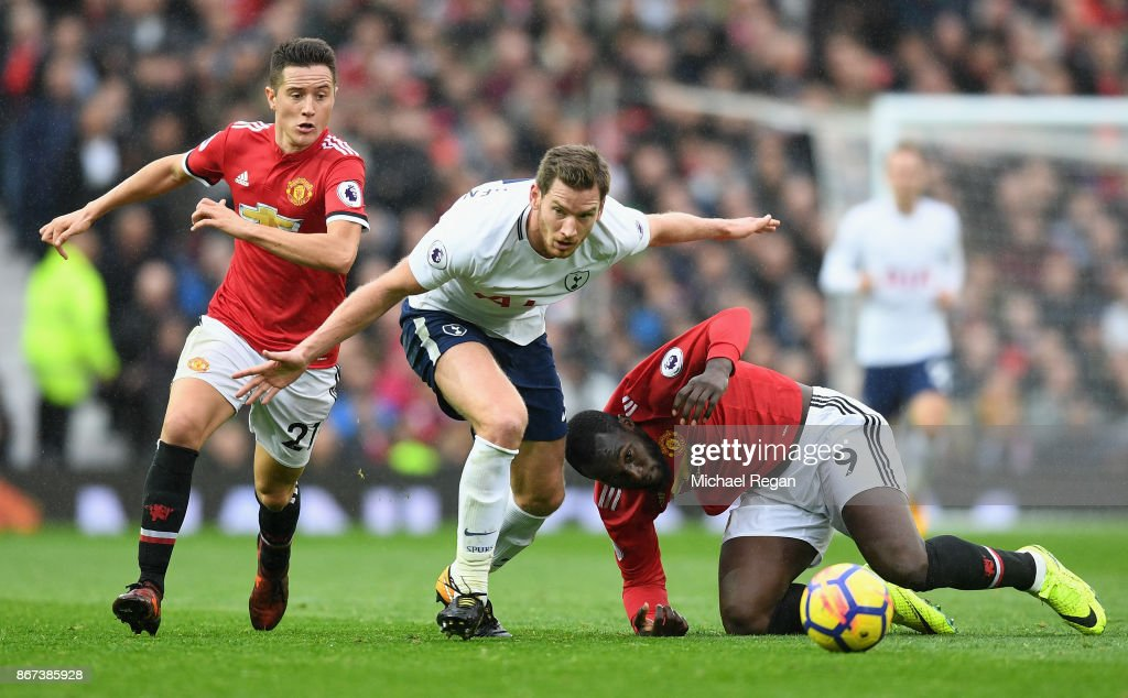 Jan Vertonghen of Tottenham Hotspur and Romelu Lukaku of Manchester United battle for possession during the Premier League match between Manchester United and Tottenham Hotspur at Old Trafford on October 28, 2017 in Manchester, England.