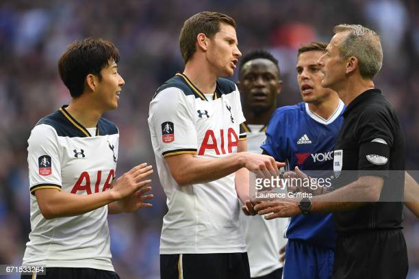 Jan Vertonghen of Tottenham Hotspur and Tottenham Hotspur players surround referee Martin Atkinson following a penalty decision during The Emirates...