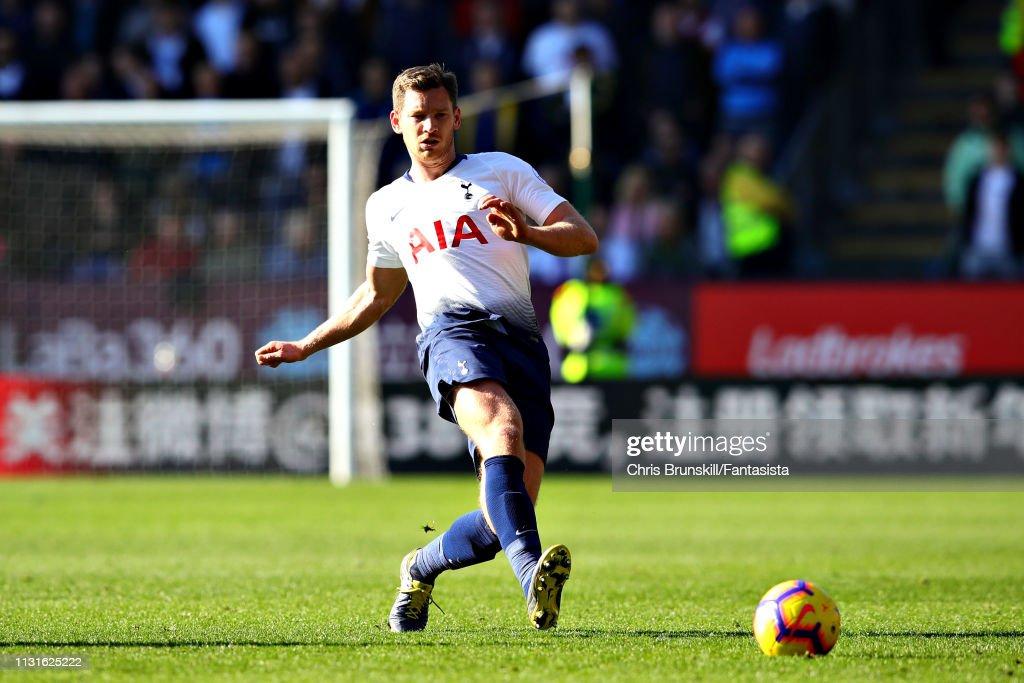 Burnley FC v Tottenham Hotspur - Premier League : News Photo
