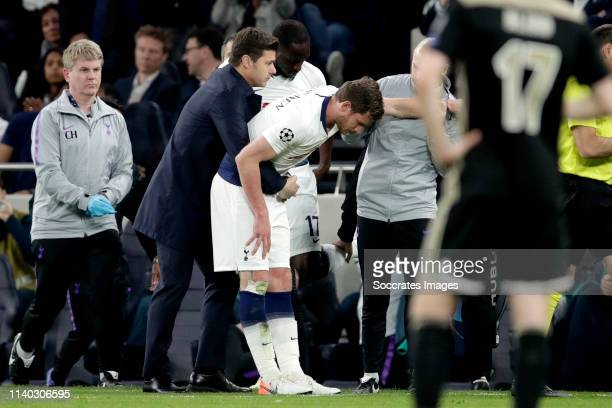 Jan Vertonghen of Tottenham Hotspur leaves the pitch injuried during the UEFA Champions League match between Tottenham Hotspur v Ajax at the...