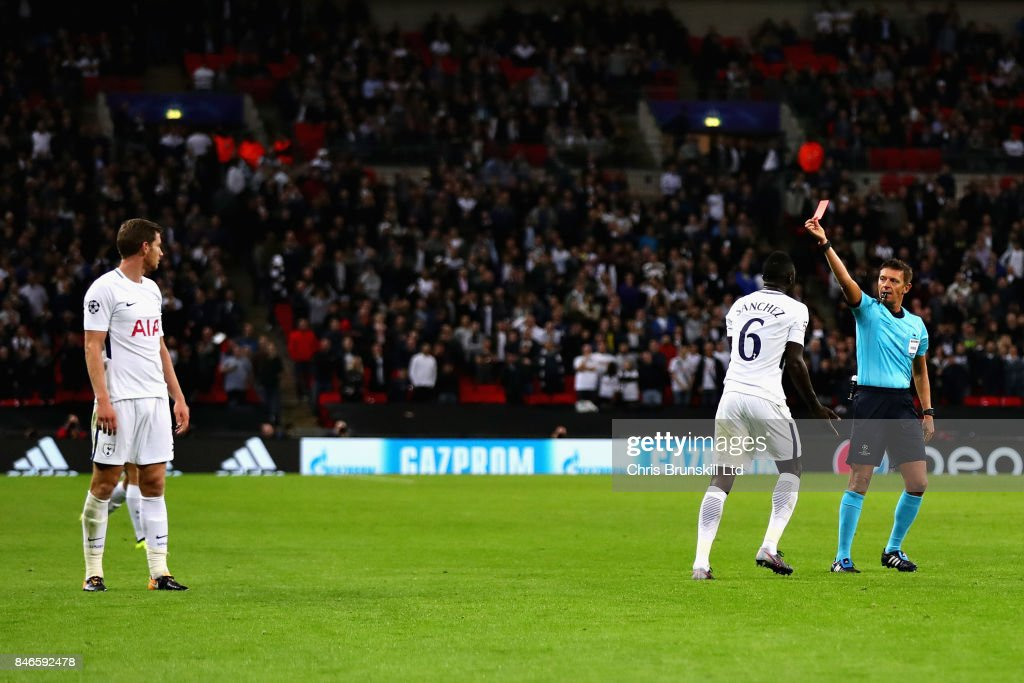Jan Vertonghen of Tottenham Hotspur reacts after being sent off by Referee Gianluca Rocchi during the UEFA Champions League group H match between Tottenham Hotspur and Borussia Dortmund at Wembley Stadium on September 13, 2017 in London, United Kingdom.
