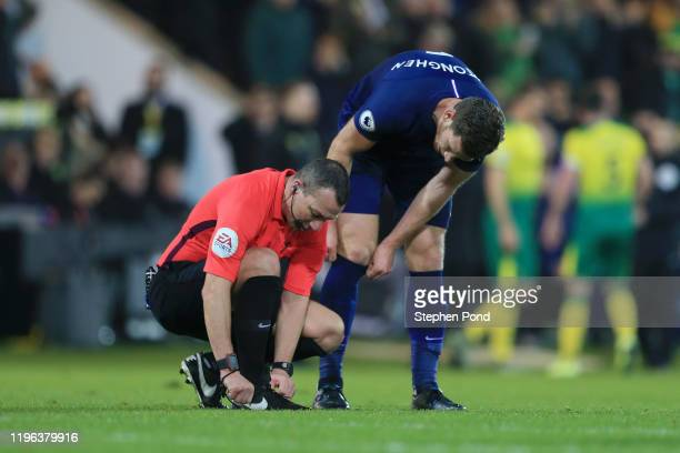 Jan Vertonghen of Tottenham Hotspur speaks to referee Kevin Friend after Tottenham Hotspur conceded their first goal during the Premier League match...