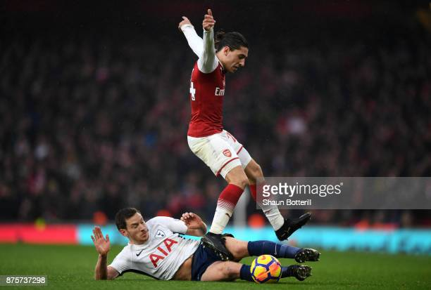 Jan Vertonghen of Tottenham Hotspur ta Hector Bellerin of Arsenal during the Premier League match between Arsenal and Tottenham Hotspur at Emirates...