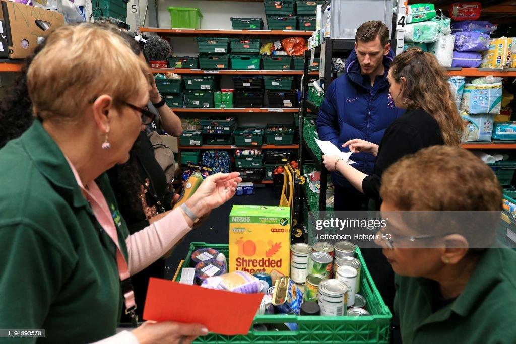 Jan Vertonghen Visits Local Foodbanks... : News Photo