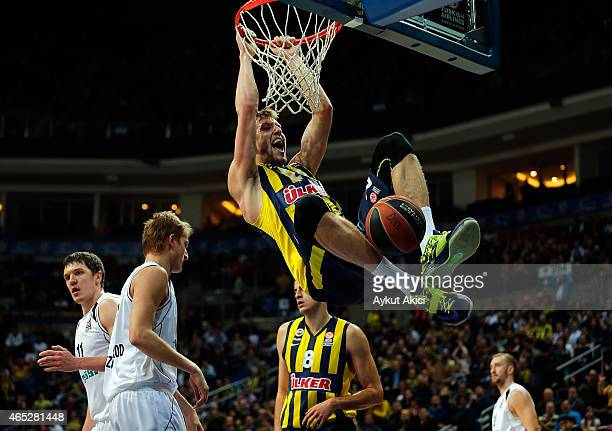 Jan Vesely #24 of Fenerbahce Ulker Istanbul in action during the Turkish Airlines Euroleague Basketball Top 16 Date 9 game between Fenerbahce Ulker...