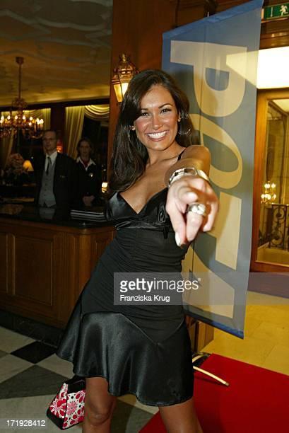 Jana Ina Bei Der Ankunft Zur 10 Jahre Peta Deutschland Gala Im Hotel Vier Jahreszeiten In Hamburg Am 140204