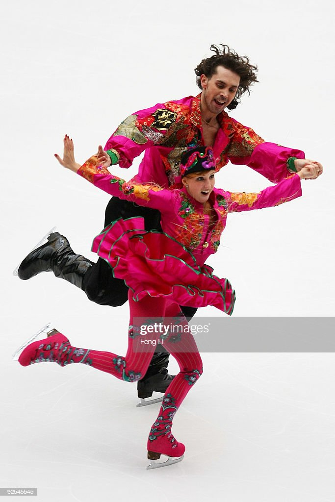 https://media.gettyimages.com/photos/jana-khokhlova-and-sergei-novitski-of-russia-skate-in-the-ice-dancing-picture-id92545545