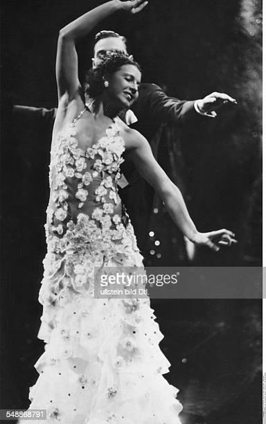 Jana La Actor dancer Germany * nee Henriette Margarethe Hiebel with Paul Roschberg in the movie 'Es leuchten die Sterne ' in a dance scene D Hans H...