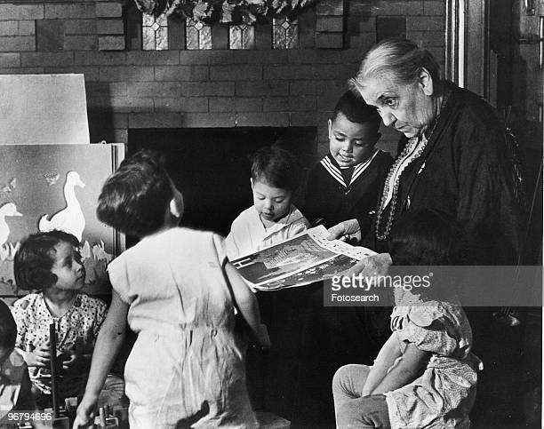 Jane Addams reading to children circa 1890s