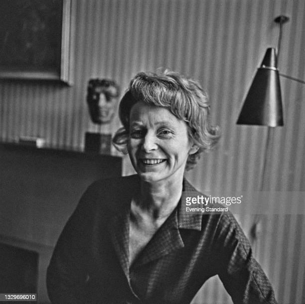 Jane Attenborough, the wife of English broadcaster David Attenborough, UK, 5th March 1965.