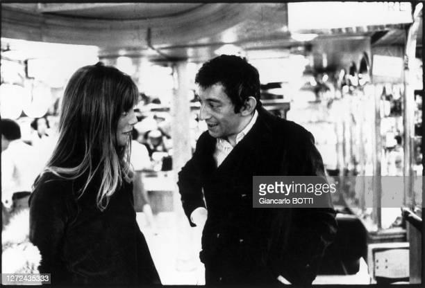 "Jane Birkin et Serge Gainsbourg sur le tournage du film ""Slogan"", en 1968."