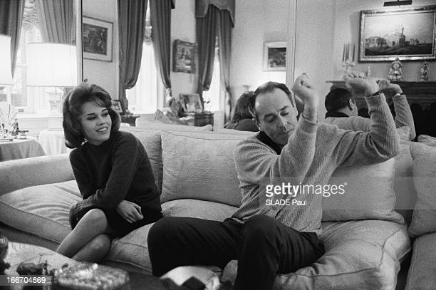Jane Fonda And Her Father Henry In New York. Jane FONDA, 22 ans, fille de l'acteur Henry FONDA, rend visite à son père à NEW YORK. Tous deux passent...