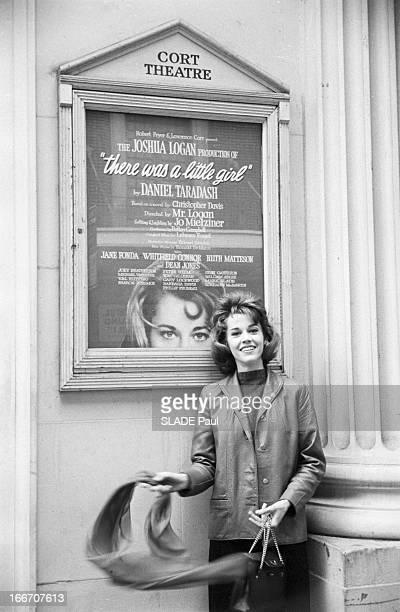 Jane Fonda In New York En mars 1960 aux Etats Unis à New York Jane FONDA 22 ans fille de l'acteur Henry Fonda Elle suit les cours de l'Actors Studio...