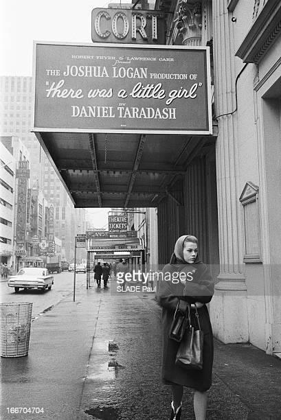 Jane Fonda In New York Jane FONDA 22 ans fille de l'acteur Henry Fonda vit à NEW YORK où elle suit les cours de l'Actors Studio chez Lee Strasberg et...