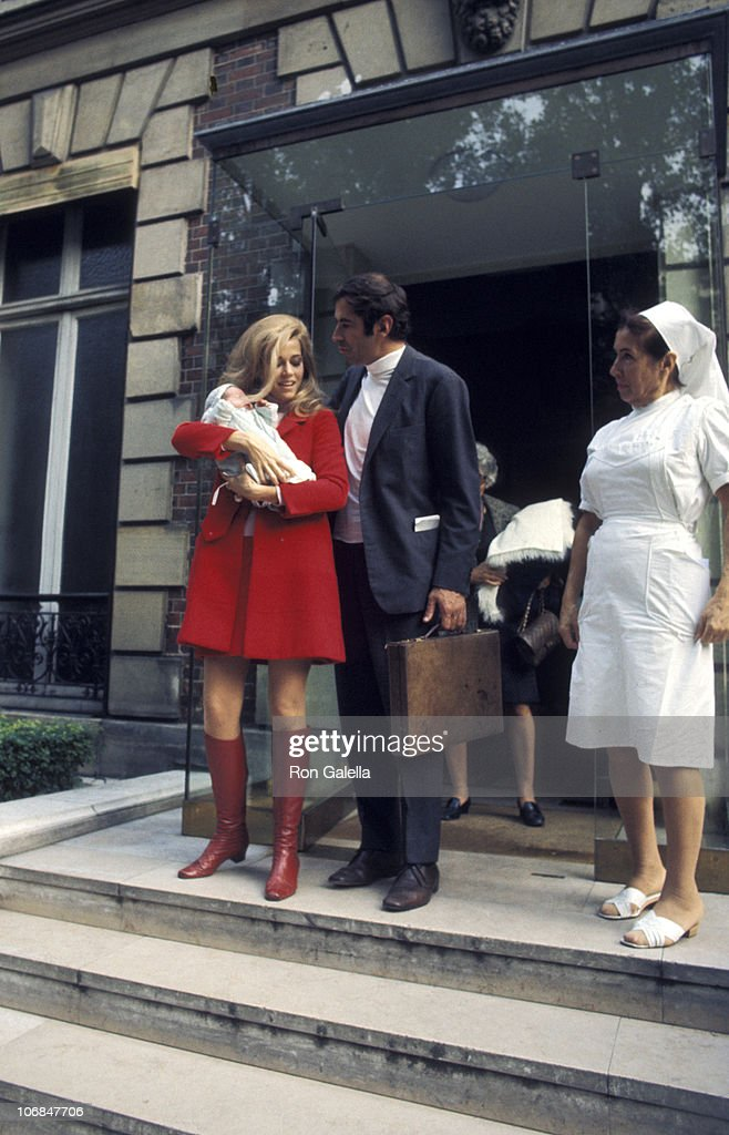 Jane Fonda and Roger Vadim Depart from the Belvedere Hospital in Paris with Their New Baby Vanessa - October 7, 1968 : News Photo
