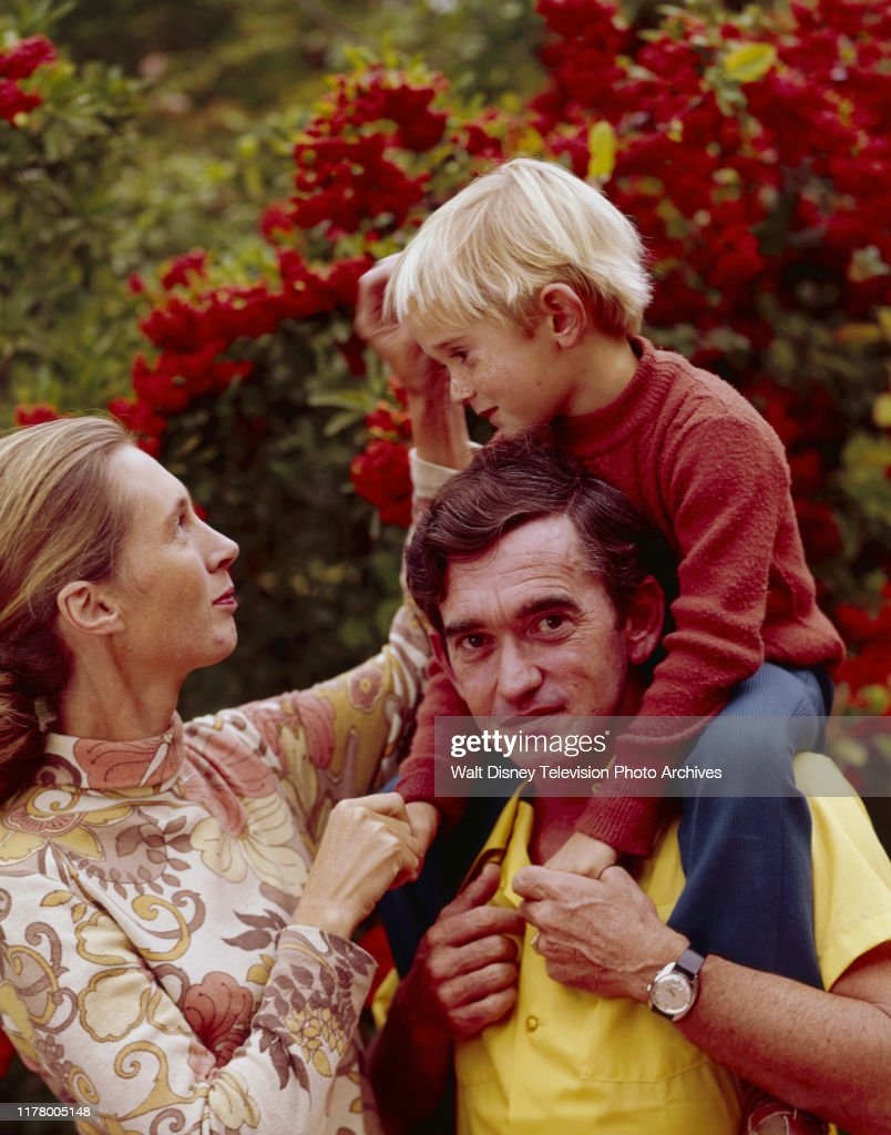 Jane Goodall And Family Appearing On 'The Wild Dogs Of Africa' : News Photo