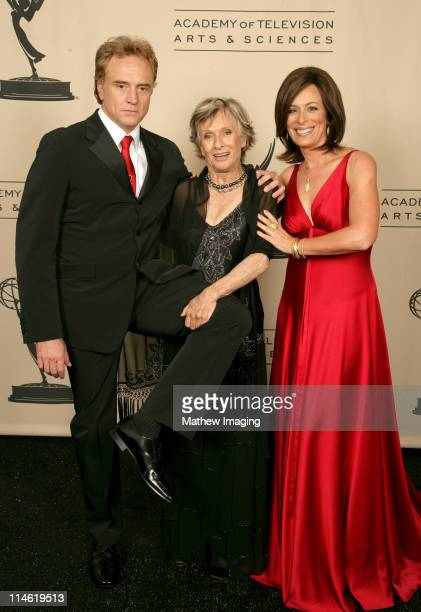 Jane Kaczmarek presenter and Cloris Leachman winner Outstanding Guest Actress in a Comedy Series for 'Malcolm in the Middle'