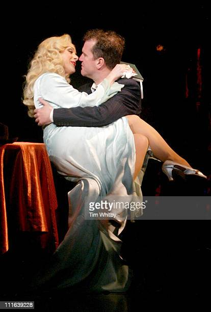 Jane Krakowski and Douglas Hodge during Guys and Dolls West End London Play Photocall at Piccadilly Theatre in London Great Britain