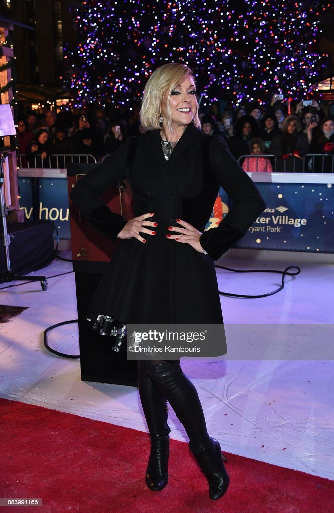 Jane Krakowski attends the Bank of America Winter Village at Bryant Park's Annual Tree Lighting Skate-tacular on December 1, 2017 in New York City.