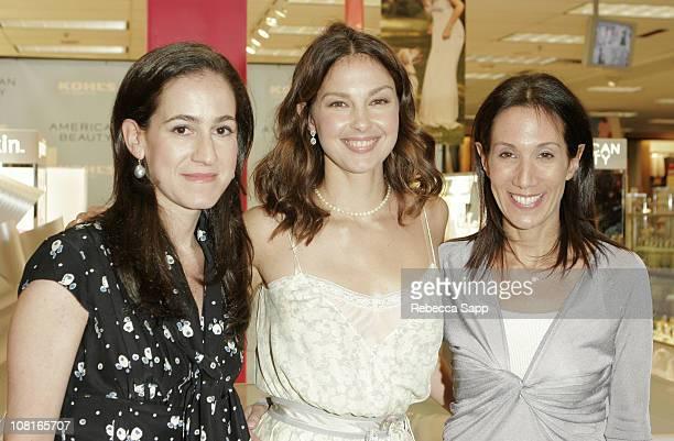 Jane Lauder of Este Lauder American Beauty spokesperson Ashley Judd and Jane Hudis president of Beauty Bank
