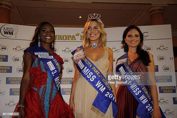 Jane Ogbe Dominique Ela Wiesniewski Christina Trost Wahl zur Miss WM 2011 Europa Park Rust bei Freiburg BadenWürttemberg Deutschland Europa Siegerin...