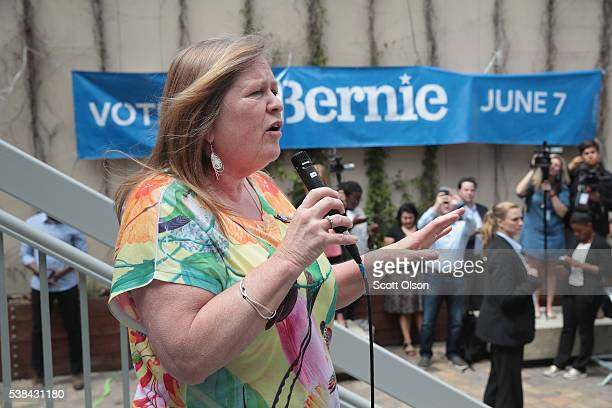 Jane Sanders the wife of Democratic presidential candidate Senator Bernie Sanders speaks to supporters at City College of San Francisco on June 6...