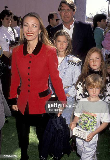 Jane Seymour Husband David Flynn Daughter Jennifer Flynn Daughter Katherine Flynn and Son Sean Flynn