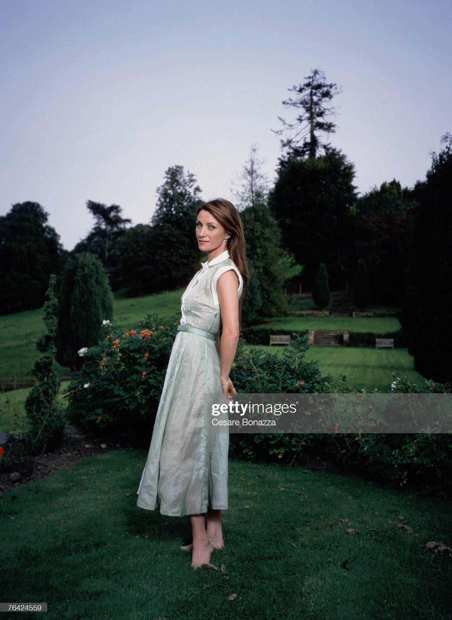 https://media.gettyimages.com/photos/jane-seymour-jane-seymour-photo-shoot-in-bath-england-bath-england-picture-id76424559?s=2048x2048