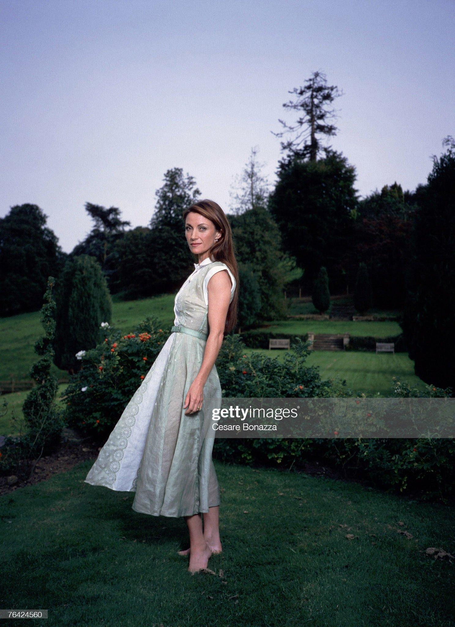 https://media.gettyimages.com/photos/jane-seymour-jane-seymour-photo-shoot-in-bath-england-bath-england-picture-id76424560?s=2048x2048