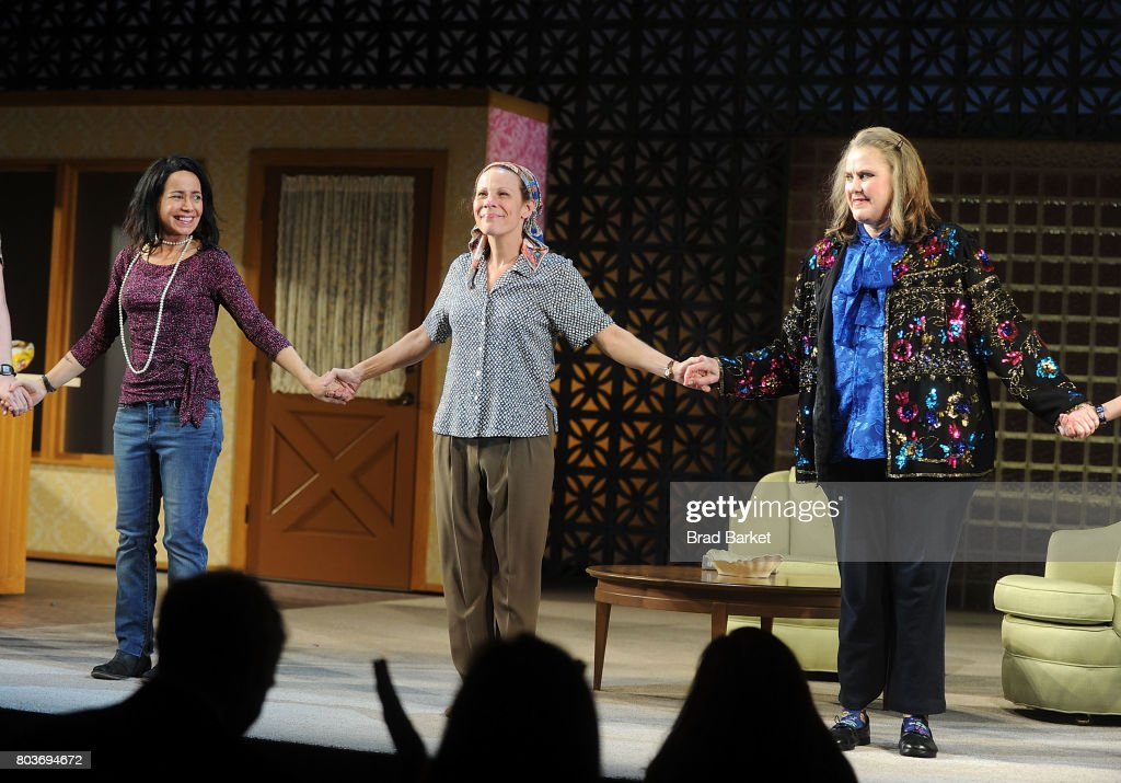 janeane-garofalo-lili-taylor-and-celia-weston-attend-the-curtain-call-picture-id803694672