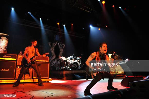 Jane's Addiction performs during the 2013 Rockstar Energy UPROAR Festival at Nikon at Jones Beach Theater on August 18, 2013 in Wantagh, New York.