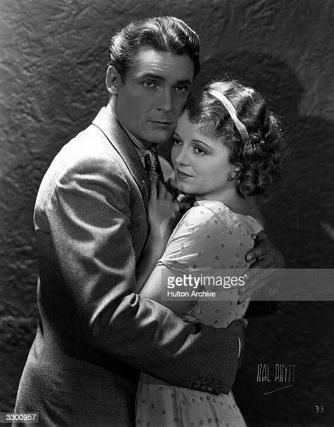 Janet Gaynor and Charles Farrell in a romantic scene from the film 'Tess Of The Storm Country' directed by Alfred Santell for Fox