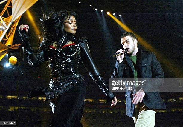 Janet Jackson and Justin Timberlake perform at halftime at Super Bowl XXXVIII at Reliant Stadium 01 February 2004 in Houston TX AFP PHOTO Jeff HAYNES