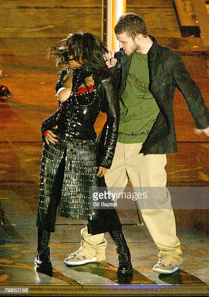 Janet Jackson and Justin Timberlake performs during the half - time show at Super Bowl XXXVIII