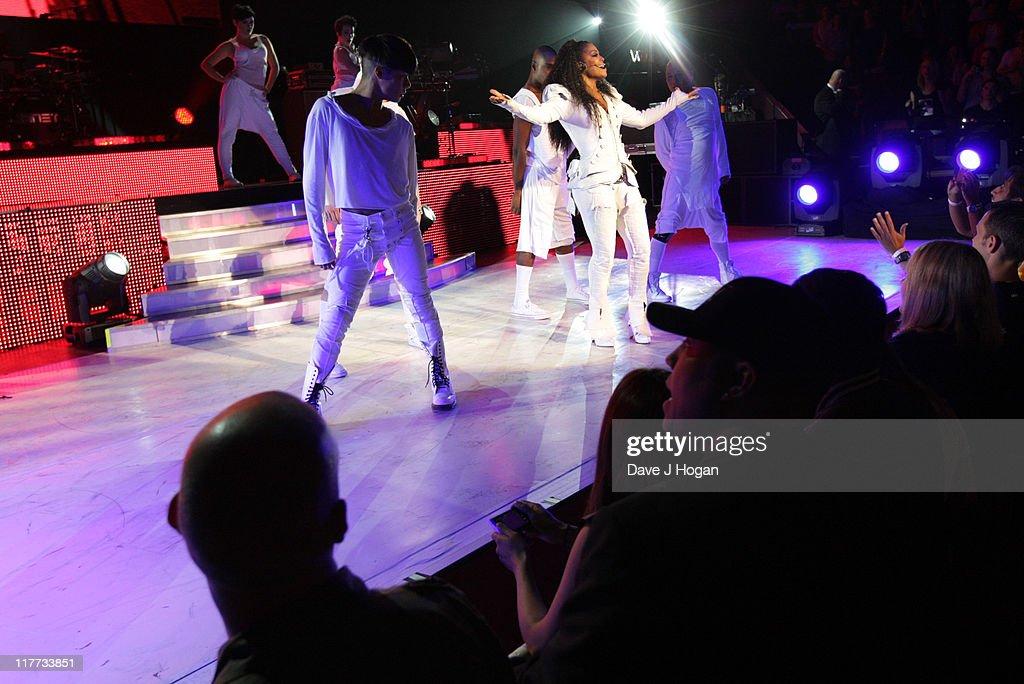 Janet Jackson Performs at The Royal Albert Hall : News Photo