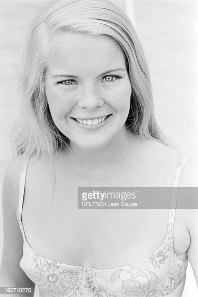 Janet Landgard In Paris Paris 11 septembre 1966 Portrait de Janet LANDGARD partenaire de Burt LANCASTER dans 'The swimmer' souriante