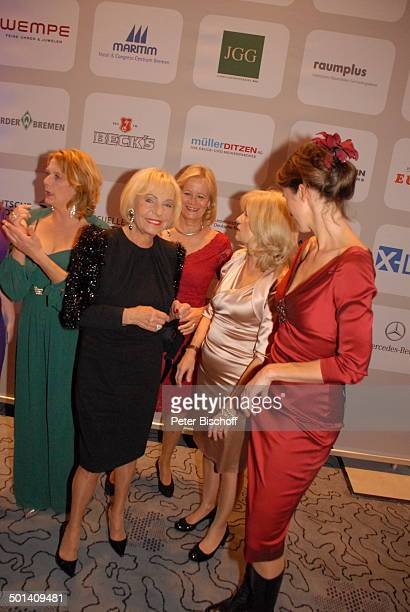 "Janette Rauch , Dagmar Berghoff , Claudia Rieschel , Sabine Postel , Julia Bremermann , Benefiz-Gala 4. ""Wolkenschieber-Gala"" - ""Stars servieren..."